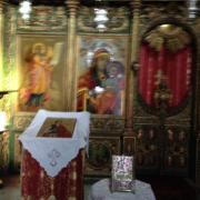 У алтаря церкви