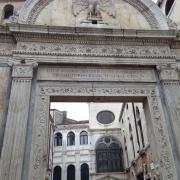 Вход в храм Иоанна Крестителя