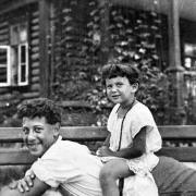 Лена со своим братом Георгием (моим папой)