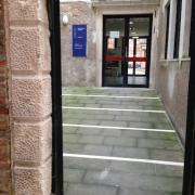 Университет. Вход на факультет архитектуры