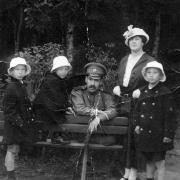 Матвей Иосифович и Розалия Яковлевна с сыновьями – Колей, Жоржем и Володей (20-е годы)
