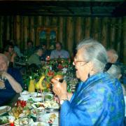 К Лене на 80-летие пришли все ее старые друзья. Увы! Их осталось не так уж много. Но зал был полон – веселые лица, цветы. Даже Расул Гамзатов «сбежал» из больницы и говорил о Лене с такой теплотой…